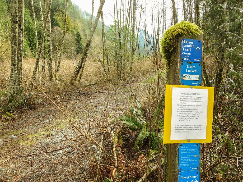 Swan Falls Trailhead sign